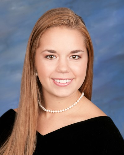 Elise Earley Senior Photo